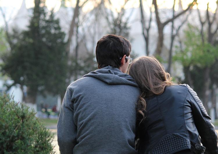 元カノを思い出すと辛い…忘れることができない大好きな元カノ。このままこの恋を終わらせてしまうのか、それとも再び彼女を自分の元へと取り戻すのか