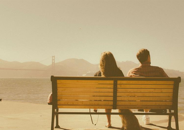 元カノのことが頭から離れない…別れて終わった恋なのに、思い出すのは彼女のことばかり…このまま過去の思い出に浸り、居なくなった元カノの面影を追いそのばに立ち止まっているつもりですか?いい加減、もう前に進むべきじゃありませんか?あなたの前には二つの道があります。